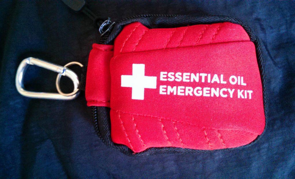 Erste-Hilfe-Kit mit ätherischen Ölen