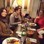 Essenzieller Stammtisch: Gruppenfoto